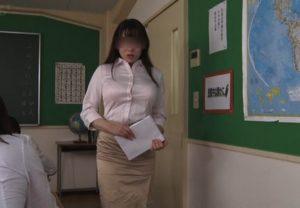 教え子の生徒に生出しさせる女教師